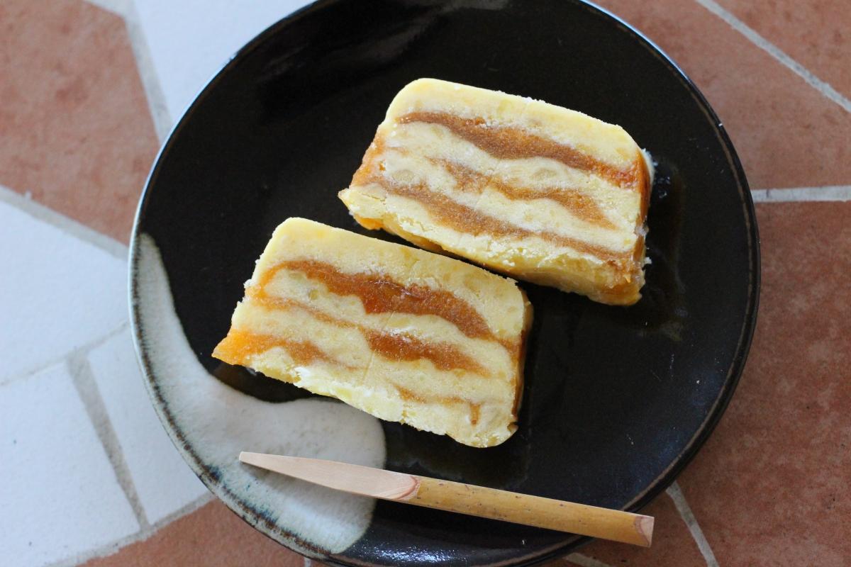 ゆり根をペーストにし、白ワインに漬けた干し柿と層にしたお菓子です和風の見た目で洋風の味わいのお菓子ができましたゆり根がなめらかで、干し柿の甘さともよく合い